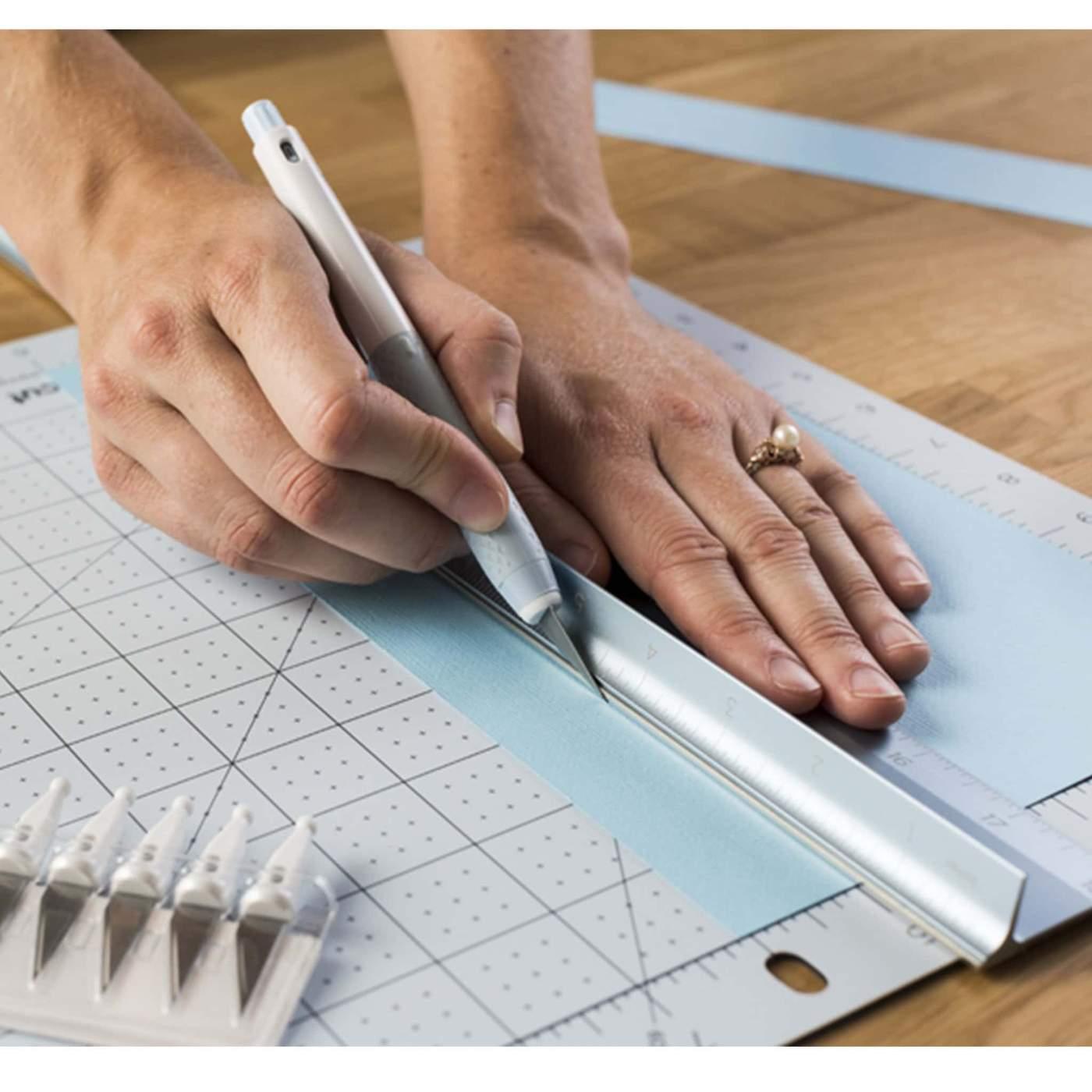 Herramientas para cortar papel de forma exitosa y con buenos acabados